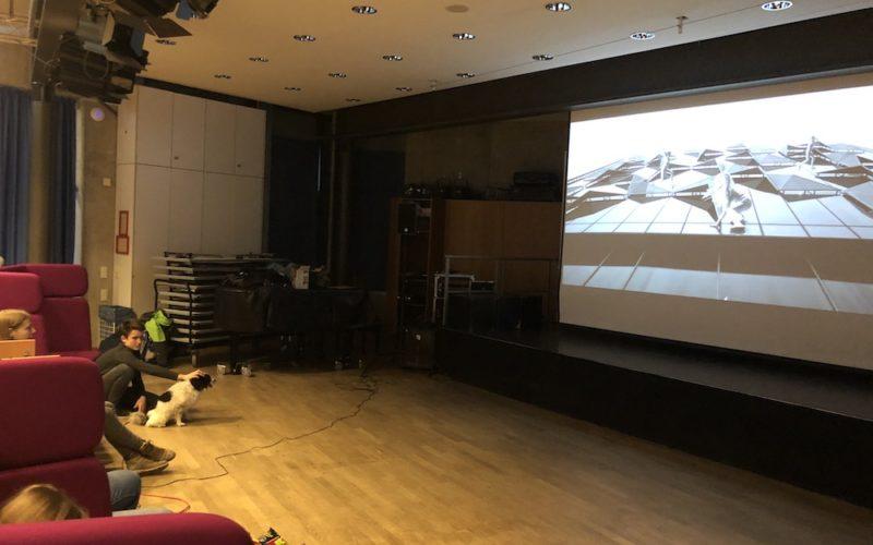 Bild der Leinwand, auf der der Film gezeigt wird.