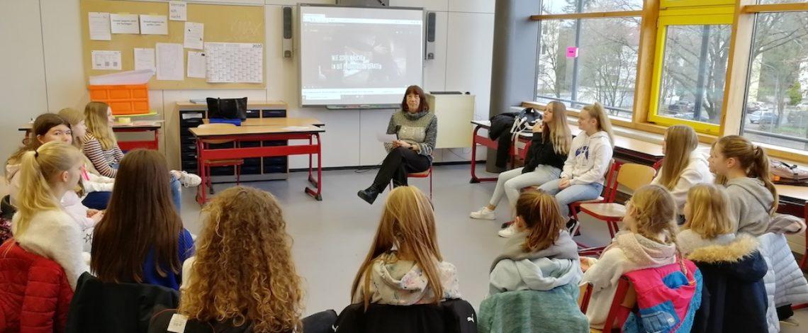 Bilder mit Schülern. Thema Suchtprävention.